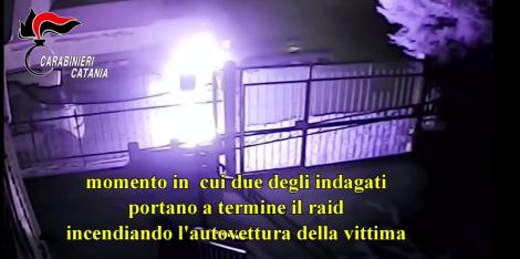 Brucia l'auto della ex con due complici ma viene ripreso dalle telecamere (VIDEO) - https://t.co/XyXnBYLe5M #blogsicilianotizie