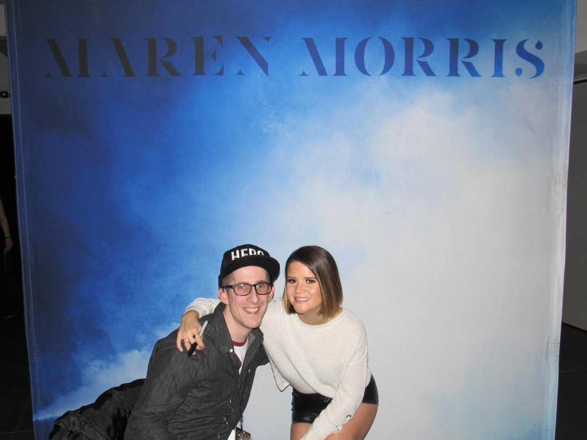 Anyway for the positives now...the wonderful @MarenMorris got #AlbumOfTheYear for #Girl which is SO GOOD, still one of the best moments ever getting to meet her! And @KaceyMusgraves is so deserving of #FemaleVocalistOfTheYear too! These awards make me happy! #CMAawards