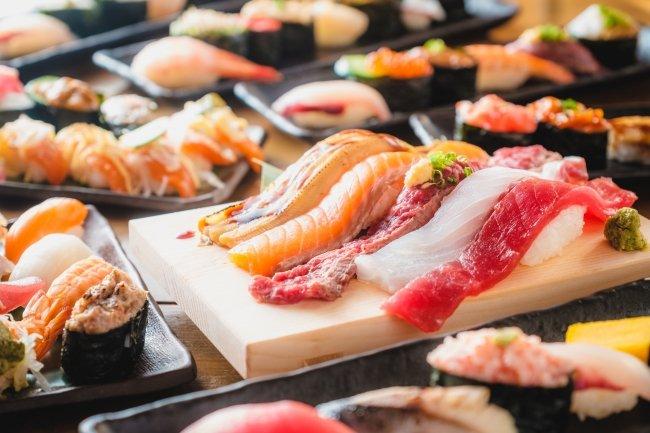 """例のごとく佐久間町方面ですが。記事化する時間がなかったのでこちらで。■『すし酒場 フジヤマ』秋葉原店がグランドオープン大ネタが堪能できる""""お寿司食べ放題""""がお手頃価格で楽しめる!!#akiba"""