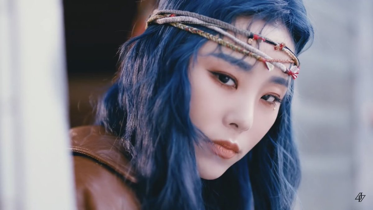 Hippie wheein making me swerve lanes real fast   #HipWithMamamoo<br>http://pic.twitter.com/vs8AXN6FSz