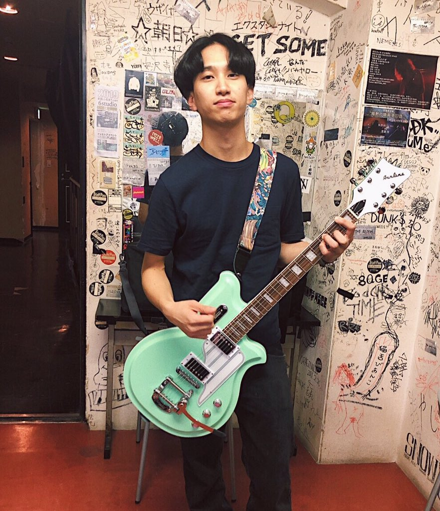 """はっとり on Twitter: """"新潟の楽器屋さんでライブ前にギター衝動買いした。このギター可愛い...… """""""