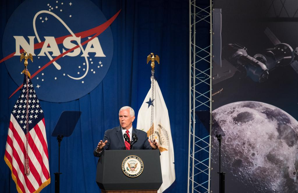 What's happening with our plans to land humans on the Moon by 2024?🌑Hear directly from the top as @VP Mike Pence and Administrator @JimBridenstine discuss the role of @NASAAmes in our #Artemis program. Tune in starting at 2:45pm ET: http://www.nasa.gov/live
