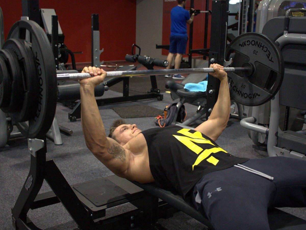 Beim #Workout können viele Fehler unterlaufen, die dein #Trainingsergebnis beeinflussen ohne das du auf den ersten Blick merkst. Deswegen findest du hier Beispiele worauf du bei deinem nächsten #Training achten solltest! ➡️https://bit.ly/32Fnteg#fitness