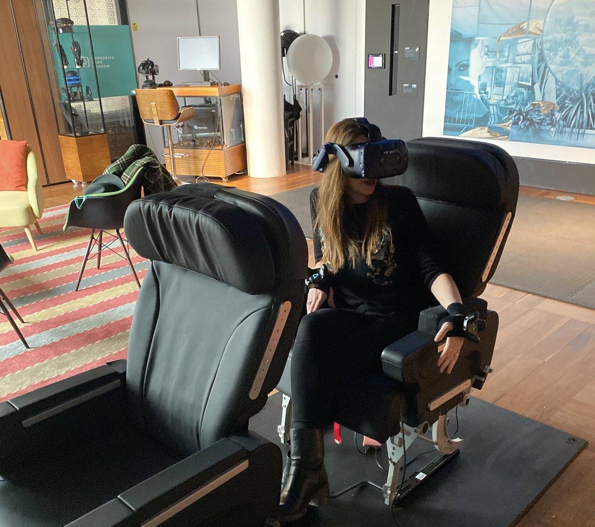 hyper piattaforma che combina realtà virtuale a realtà fisica