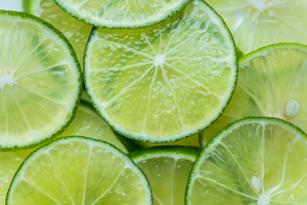✳️ Lime essential oil is used for its energising, fresh and cheerful aroma.✳️It's known for its ability to cleanse, purify and renew the spirit and the mind. It is also said to be effective in cleansing the aura. #aromatherapy #lime #energising #fresh