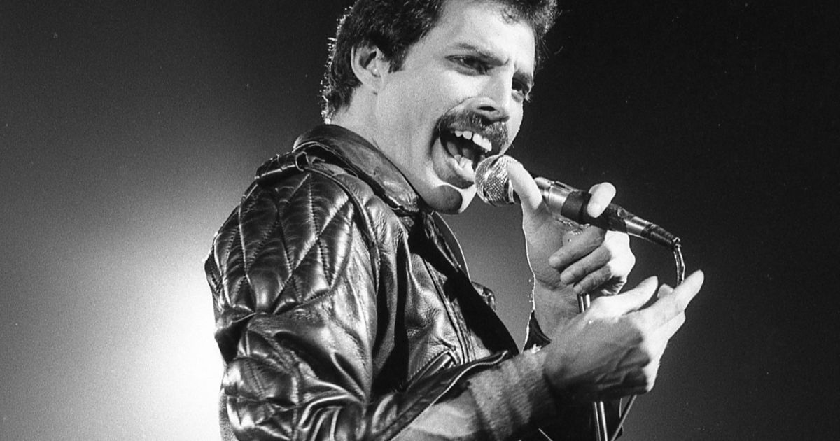 Google AI can tell you how close your voice is to Freddie Mercury's  https:// engt.co/2KnnnS7    <br>http://pic.twitter.com/DFGGveGeRs