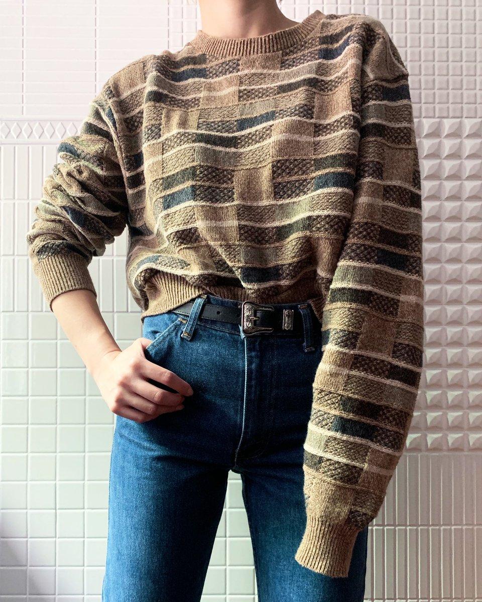 CaNARi 代々木八幡店 / coordinate  秋冬もくすんだ渋めのカラーが気になる👀 ショート丈のセーターと、ブーツカットのフレアなパンツでバランスをとったコーディネート。 アウターは八幡店イチオシ、ライナーコート✨  #コーディネート #古着屋 #秋冬 #ファッション