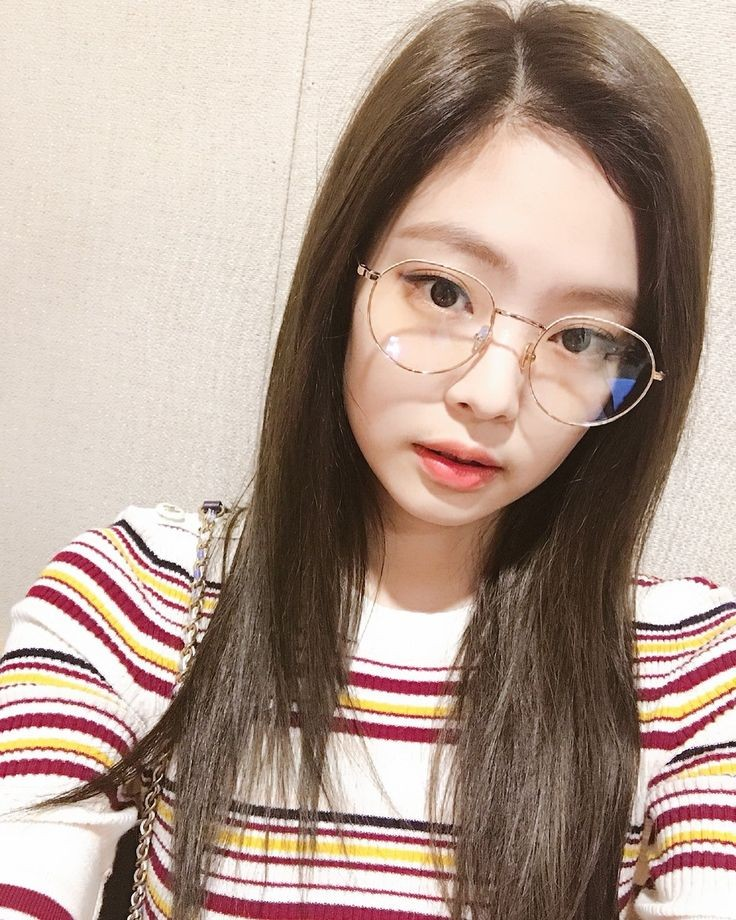 #jennierubyjane  🤓 https://t.co/J2DPrNDEae