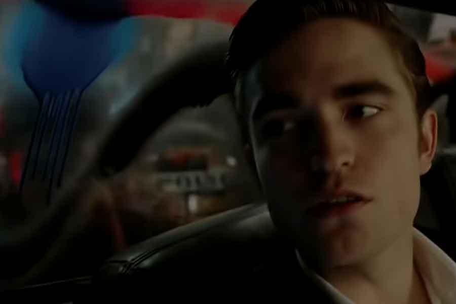 """Pattinson protagoniza el tráiler falso de Doblao para el """"superhéroe de chaleco amarillo"""""""