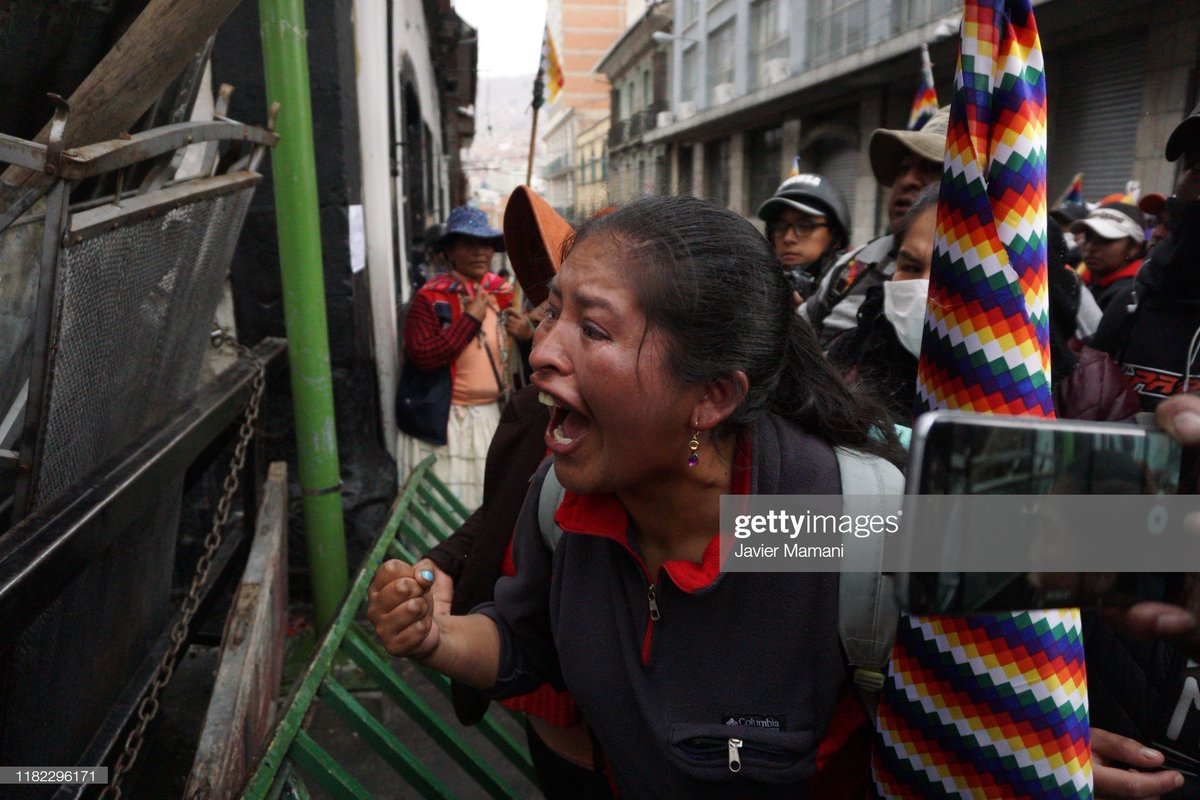 A woman waves a Whipala flag and shouts for the resignation of Interim President of Bolivia Jeanine Áñez during a protest in La Paz, Bolivia in support of former president Evo Morales who exiled to Mexico. 📷:  Javier Mamani