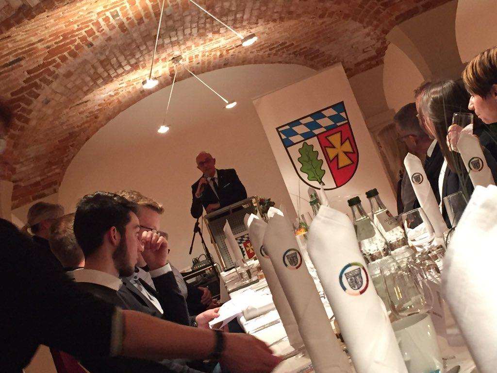 test Twitter Media - Der Landkreis Aichach-Friedberg ehrt heute seine engagierten Unternehmen🏆als Gäste mit dabei @dzschwaben & @ahoch3_augsburg  #landkreisempfang #engagement #RegionA3 https://t.co/G0zObO6Xwm