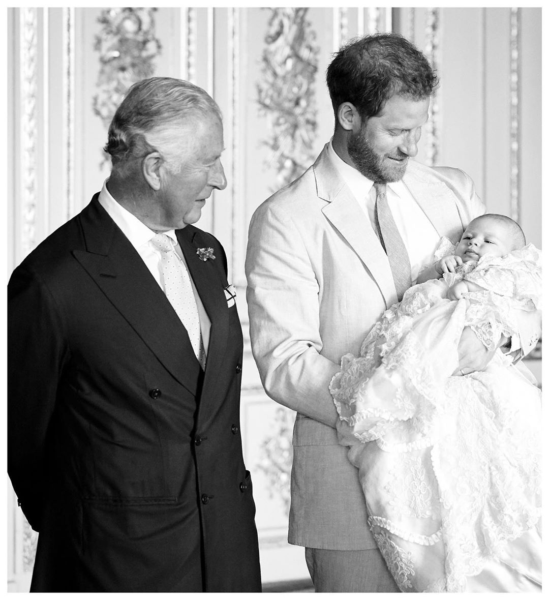 Our hearts are melting over this royally adorable family moment. ❤️https://eonli.ne/2qWI0xu
