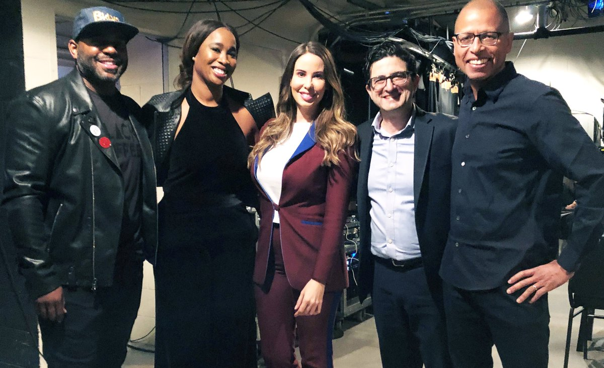 eBay's Chief Diversity Officer, @dhoopcamp backstage this afternoon at #MoveTheDial with fellow panelists (left to right) @Its_Me_AJB, @SarahSaska, @SeanSilcoff and @DanielSGuillory https://t.co/b9QJdy5Uf3