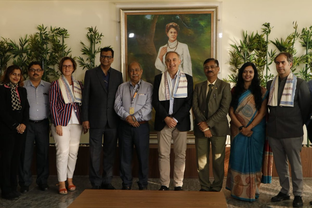 @nivedita_sister received a delegation from #Valladolid in Kolkata led by the Vice-Chancellor of @UVa_es and President of #CasadelaIndia Prof. Antonio Largo @largo_rector  Kick-starting the academic exchange programmes between both universities. @IndiainSpain