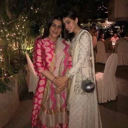 Is Amrita Singh UNHAPPY With @saraalikhan95's New Years Plans With Kartik Aaryan? 😱🙈 Have a look on the blog via #SimplyAmina (LINK IN BIO) Follow @simplyaminaxx 💕...#AmritaSingh #SaraAliKhan #Actress #KartikAaryan #Rumours #Celebrity #Bollywood … https://ift.tt/2OfRkVt