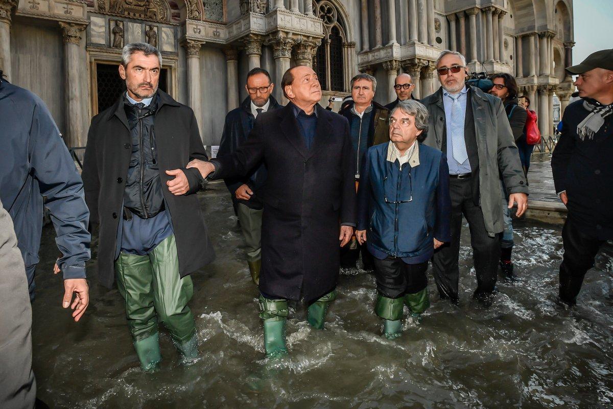 Acqua alta, @berlusconi e @renatobrunetta con gli ...