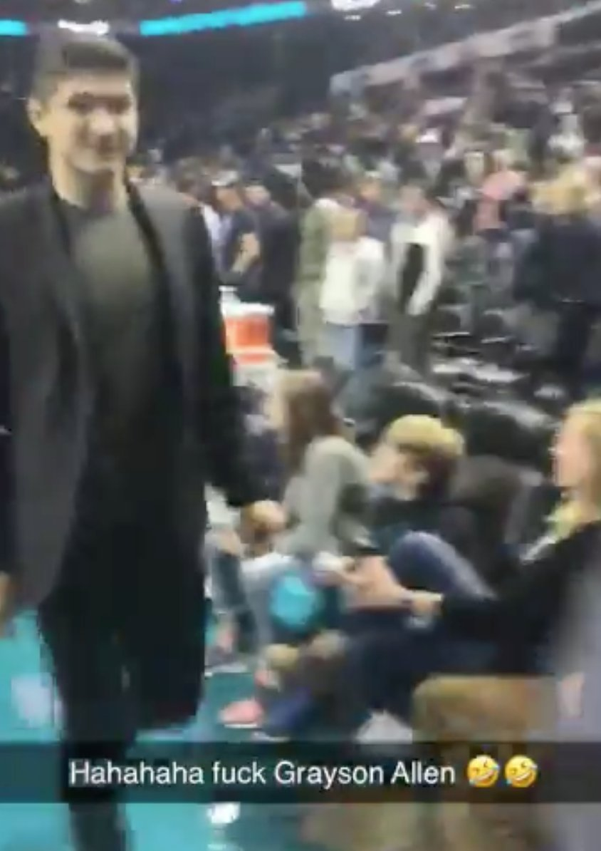 A Fan Looks Grayson Allen Directly In The Eyes And Tells Him He's A Bitch While Laughing In His Face https://www.barstoolsports.com/barstoolu/a-fan-looks-grayson-allen-directly-in-the-eyes-and-tells-him-hes-a-bitch-while-laughing-in-his-face… pic.twitter.com/zTYjgZ50lc
