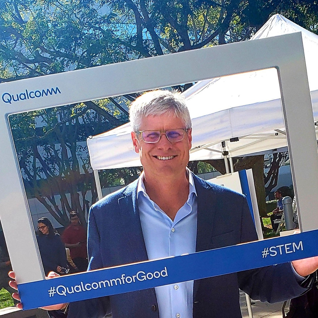 Throwback to #NationalStemDay day at @Qualcomm last week!  Our CEO @stevemollenkopf and hundreds of other employees in San Diego celebrated the next generation of inventors. Learn how we support #STEM programs like @FIRSTweets, Thinkabit Lab, and more:  http:// bit.ly/2Lx1JuA    <br>http://pic.twitter.com/kCHgAmCCxN