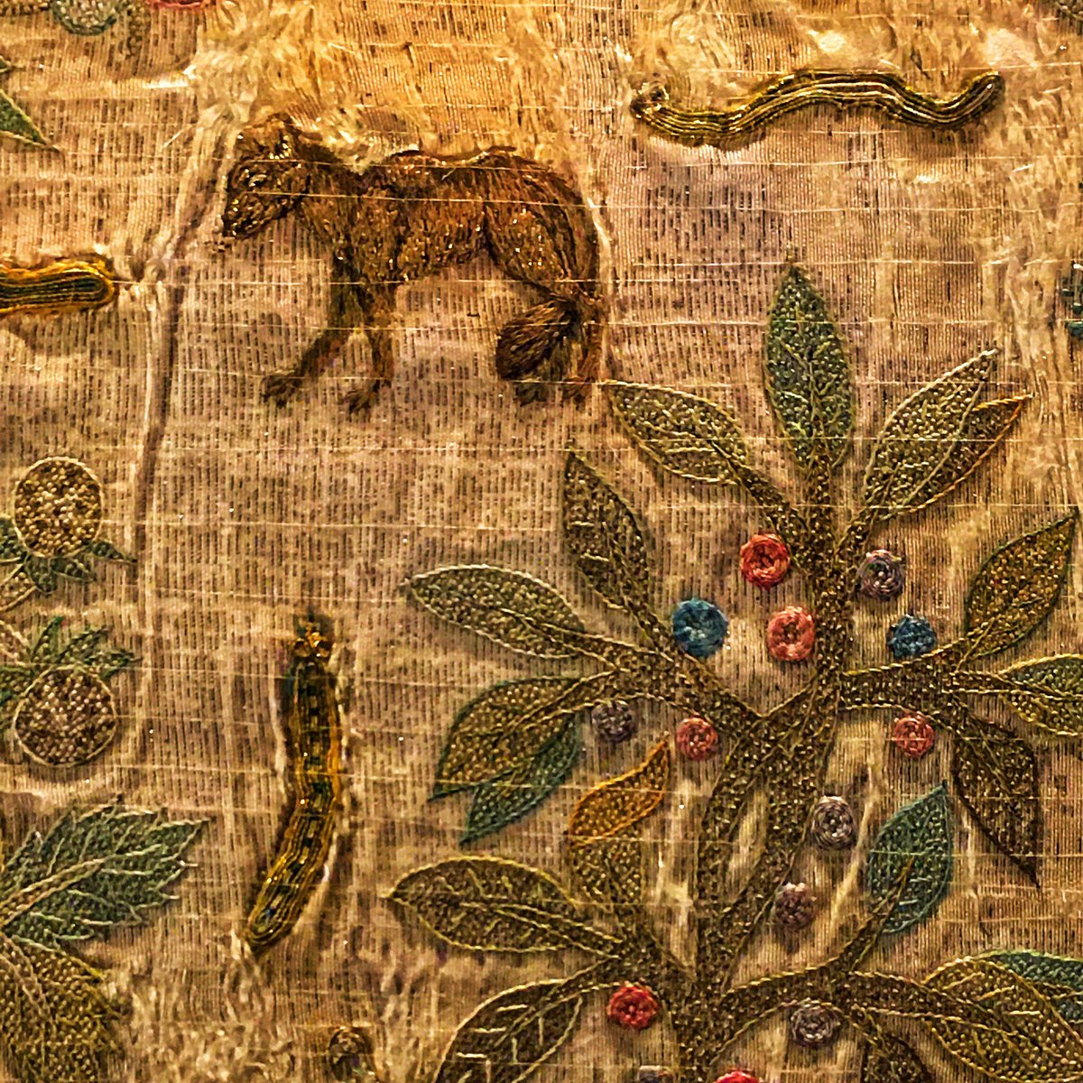 Hard to choose my favourite embroidered animal from #thelostdress of Elizabeth I currently on display at @HRP_palaces Hampton Court. Could it be this cunning little cat-like creature? Or the caterpillar?