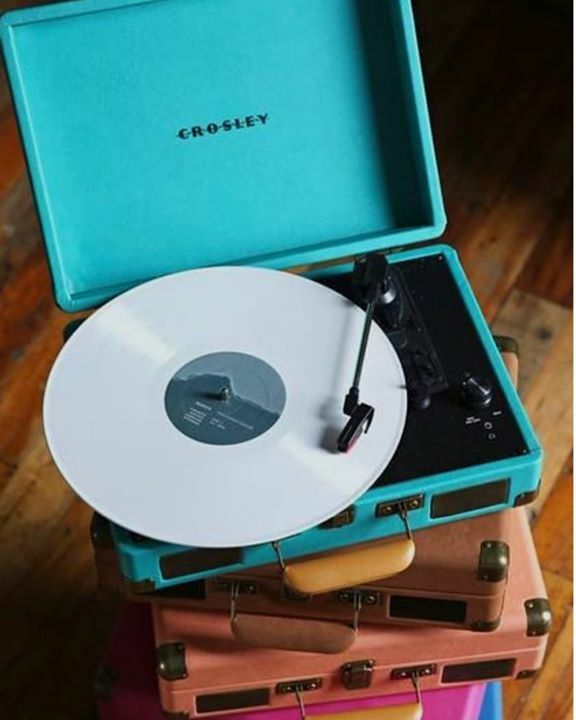 Need a new turntable? We just restocked a lot @crosleyradio turntables and got you covered! #hepcatstore #crosleyradio #onlyvinylisreal https://ift.tt/2jLD1JK Straight from Facebook!