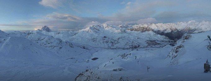 Espectacular panorámica de hace un rato desde la estación de @AramonFormigal desde la webcam de #treshombres vía https://t.co/m4qLGeE3wV