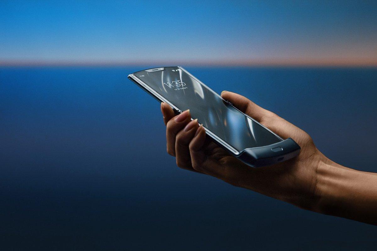 Motorola relança Razr V3, agora com tela que dobra ==> https://glo.bo/2Ko4MoW #G1