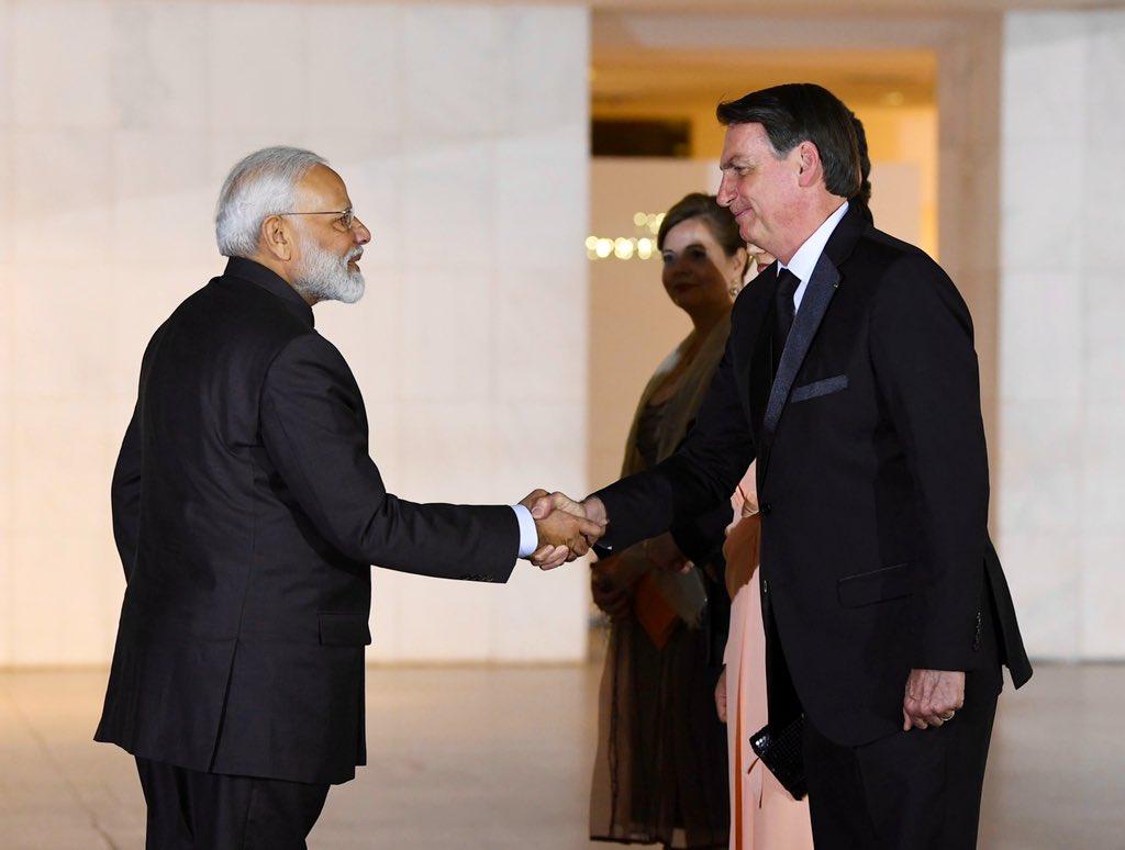 Gostaria de agradecer especialmente ao povo e ao governo do Brasil por sua excelente hospitalidade durante a Cúpula do BRICS deste ano.A Índia espera ansiosamente dar as boas-vindas ao Presidente @jairbolsonaro para as celebrações do Dia da República 2020!