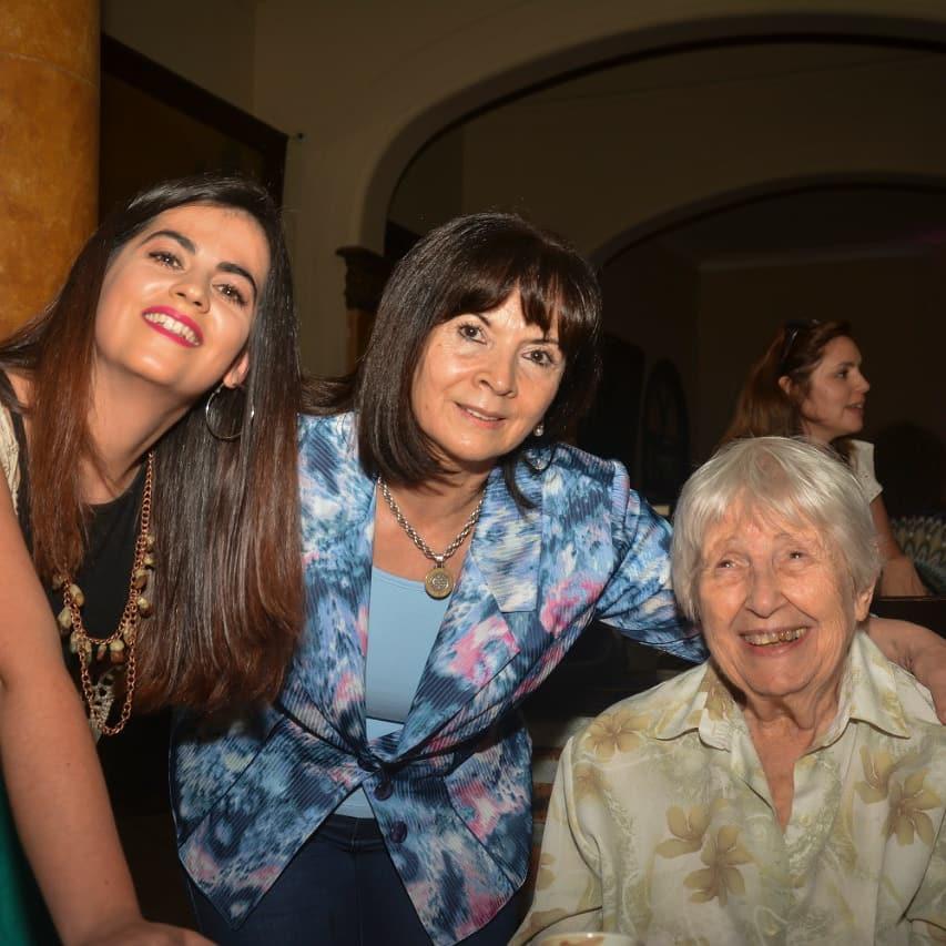"""Ayer estuve compartiendo con amigxs el estreno de la película """"Vera. Nunca más el silencio"""" de Manuela Irianni, que cuenta la historia de la querida Madre de Plaza de Mayo Vera Jarach. Gracias por invitarme a formar parte. #NuncaMasElSilencio"""
