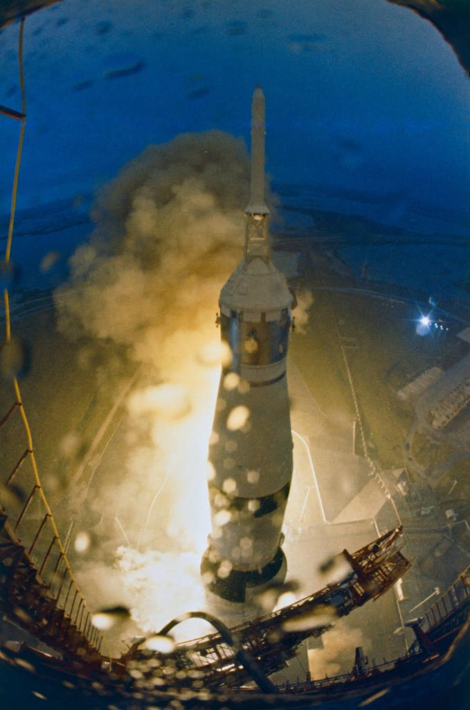 It was a dark and rainy morning... 50 years ago today, #Apollo12 launched on a mission to land on the Moon & set up instruments to return science data. Cameras capturing the launch show raindrops — and lightning striking the pad after liftoff! More: https://go.nasa.gov/32L0crh