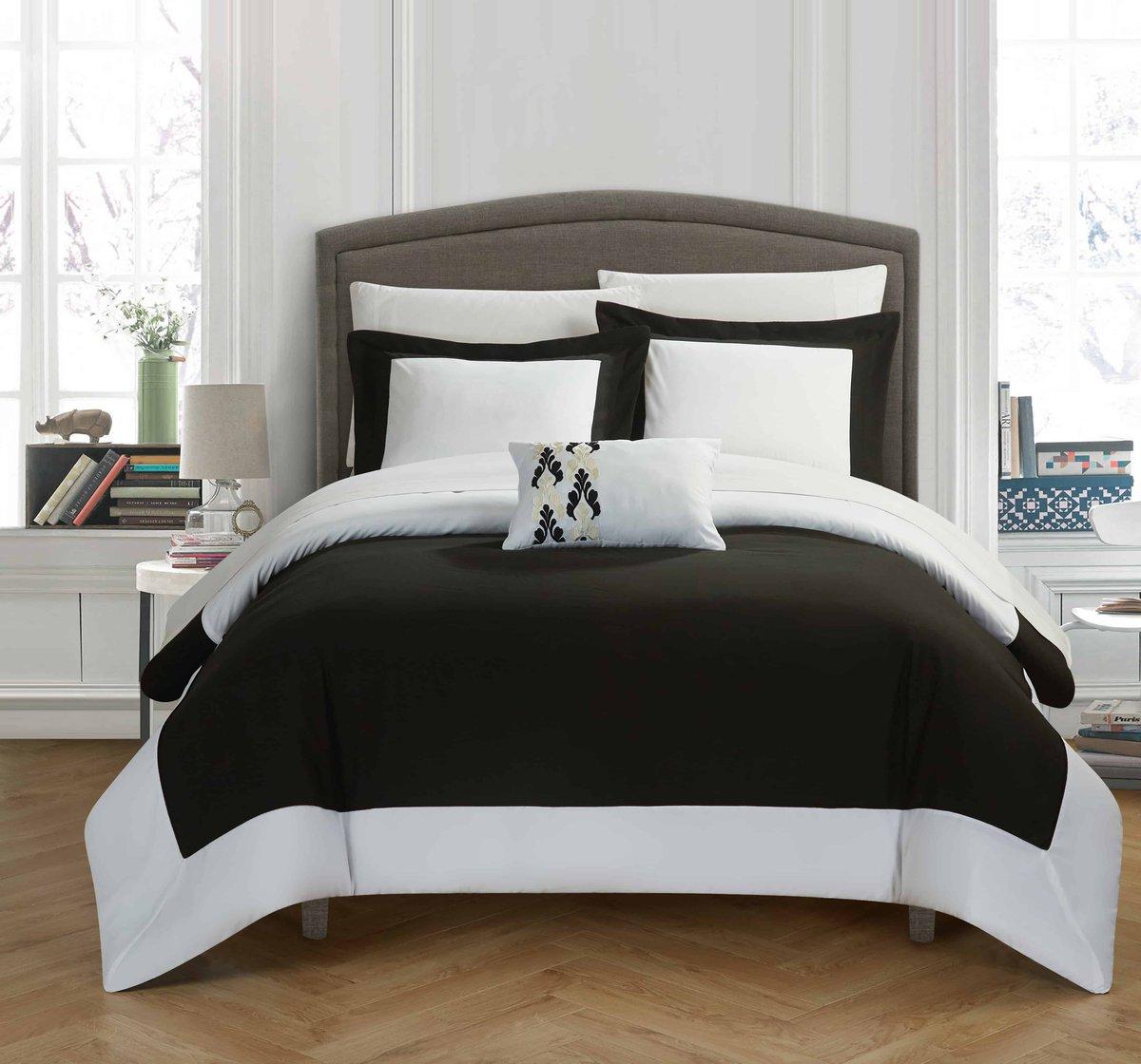 Update your bedroom with a simple reversible 2 tone color block design.•••••#wynncomforter #sale #fall #ตามหา #autumn #ขาย #shop #sbn #lyn #siambrandname #lynaround #kloset #อยากขาย #topshop #ตามหาจนเจอ #areeya #milin #kayasis #2hand #скидки #disaya #weloveshopping