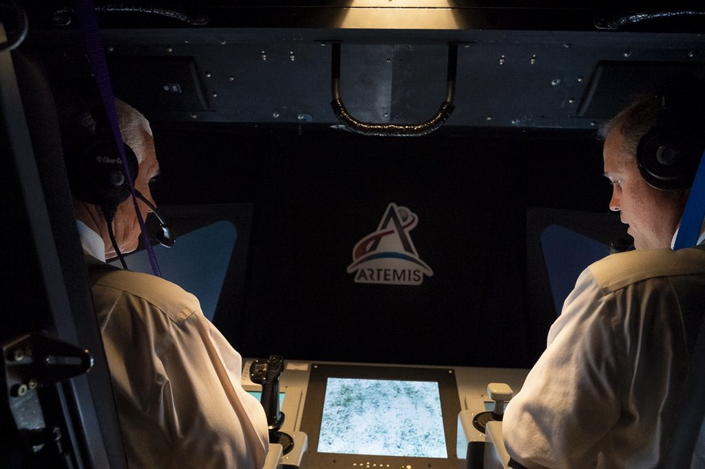 .@NASAAmes is home to the world's largest flight simulator, the 10-story Vertical Motion Simulator, which will help prepare the next astronauts to land on the lunar surface. Thrilled to have piloted the lunar lander simulation with @JimBridenstine today!