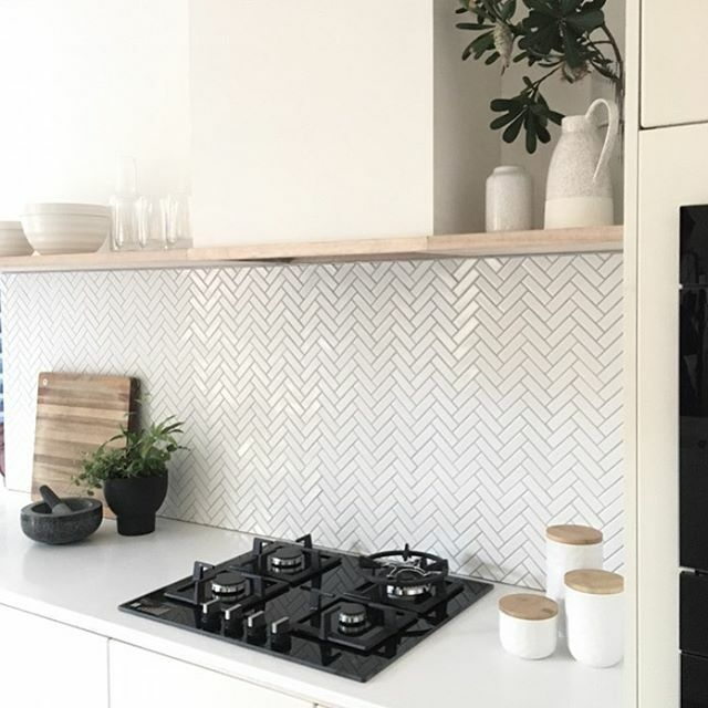 One of my most favourite makeovers yet and the majority of this kitchen is over twenty years old! See how we gave this old girl a whole new 'natural' look tonight on Better Homes. @channelseven #bhgaus Design @karenzajewellinteriors #curatedspaces #bhgaus #oldkitchen #scandi…pic.twitter.com/VJ7zmgzZae