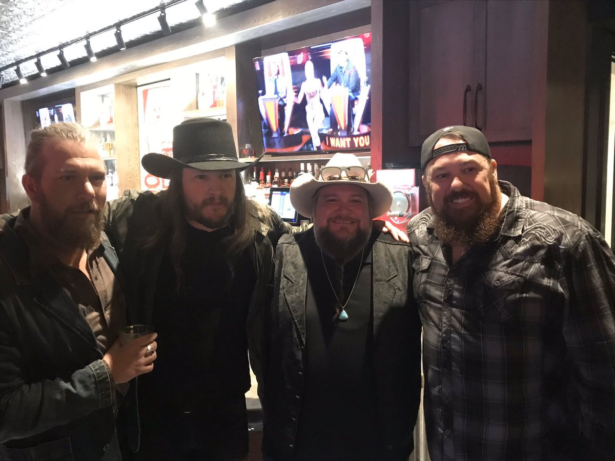 #CMAAwards  week brings out some of the best #countrymusic talent...and when you find them all together in one spot... ! @NBCTheVoice alums @CWBYall @adamwakefield @SundanceHead & Michael Austin ! Now this would be one AMAZING show!