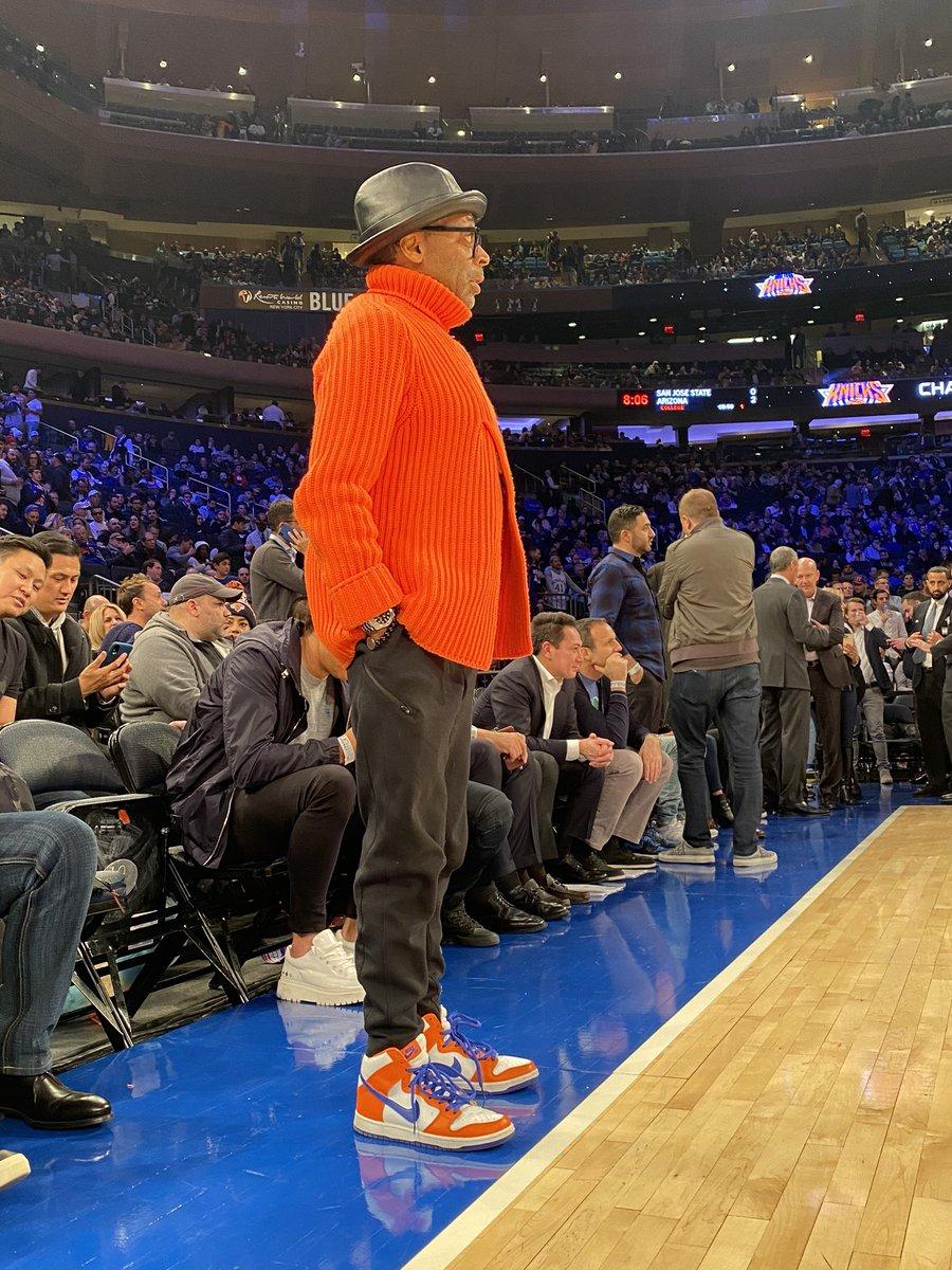 👟 Spike Lee courtside for @dallasmavs / @nyknicks in Nike Dunk SB! #NBAKicks