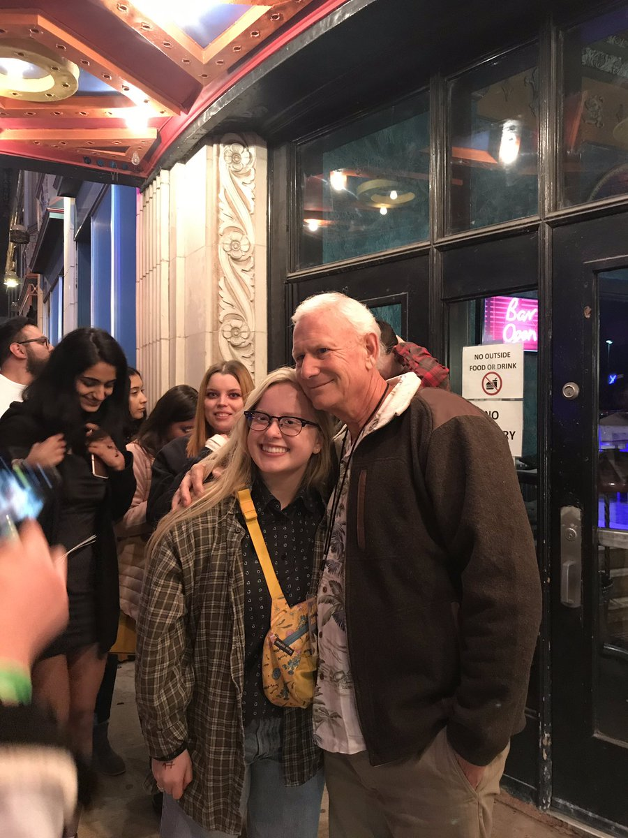 Papa Grant talking to fans outside the Uptown. He was super chill and sweet ❤️