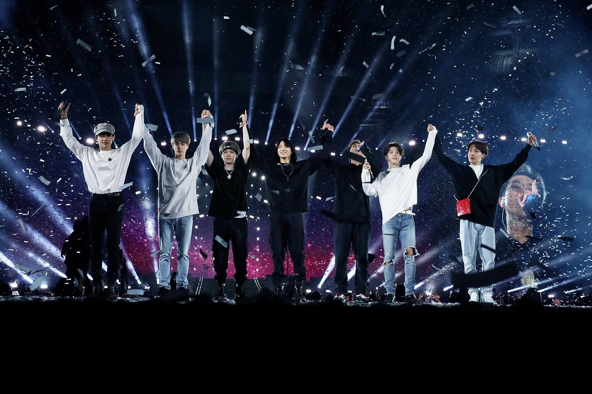 """.@BTS_twt """"Love Yourself: Speak Yourself"""" world tour earned $116.6M and sold 976,283 tickets, averaging out to $5.8M and 48,814 tickets per show, according to Billboard Boxscore. Only the Rolling Stones($11.1M), Taylor Swift($6.1M) and the Spice Girls($6M) sold more this year. <br>http://pic.twitter.com/69WaZo3653"""