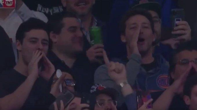【影片】轉會獨行俠後,獨角獸首次回到麥迪遜廣場,球迷噓聲響徹整個球館!-籃球圈