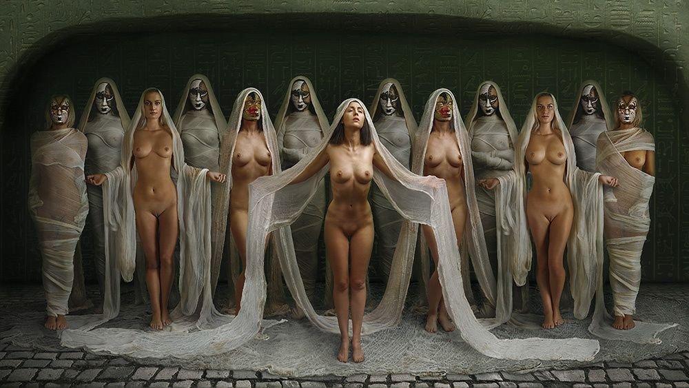 Unusual naked women vulva