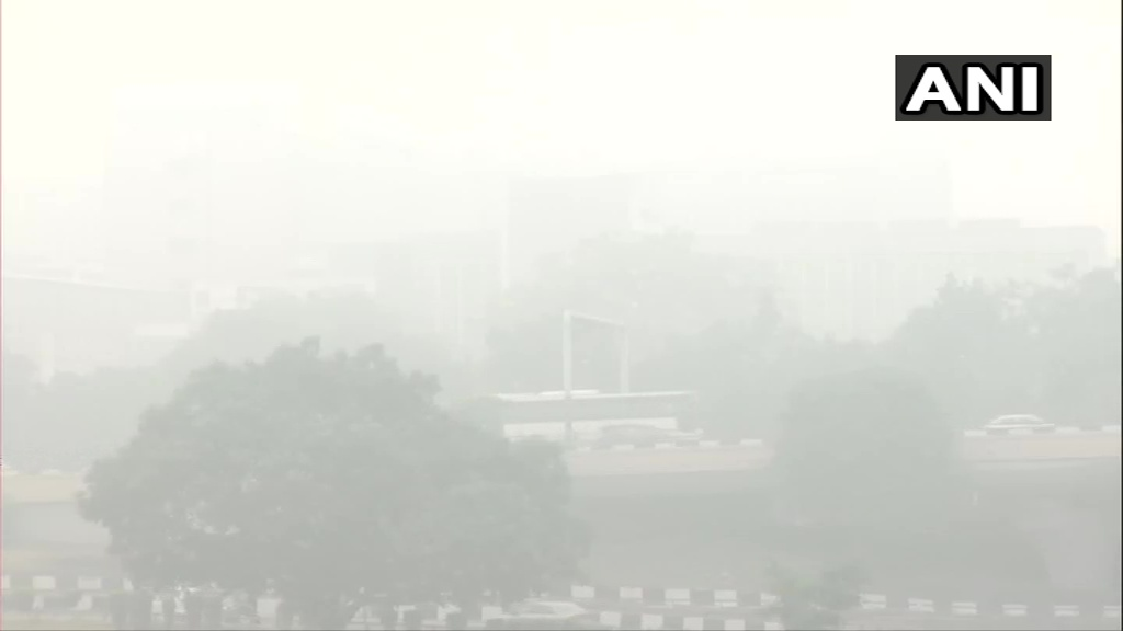 Delhi: Thick layer of smog blankets several areas in the national capital; Visuals from All India Institute of Medical Sciences and National Highway-24