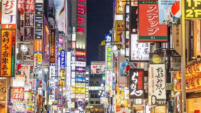 東京と大阪の2都市で、とにかく情報量の多い風景を集めました。写真1枚で原稿用紙10枚分くらいありそう。