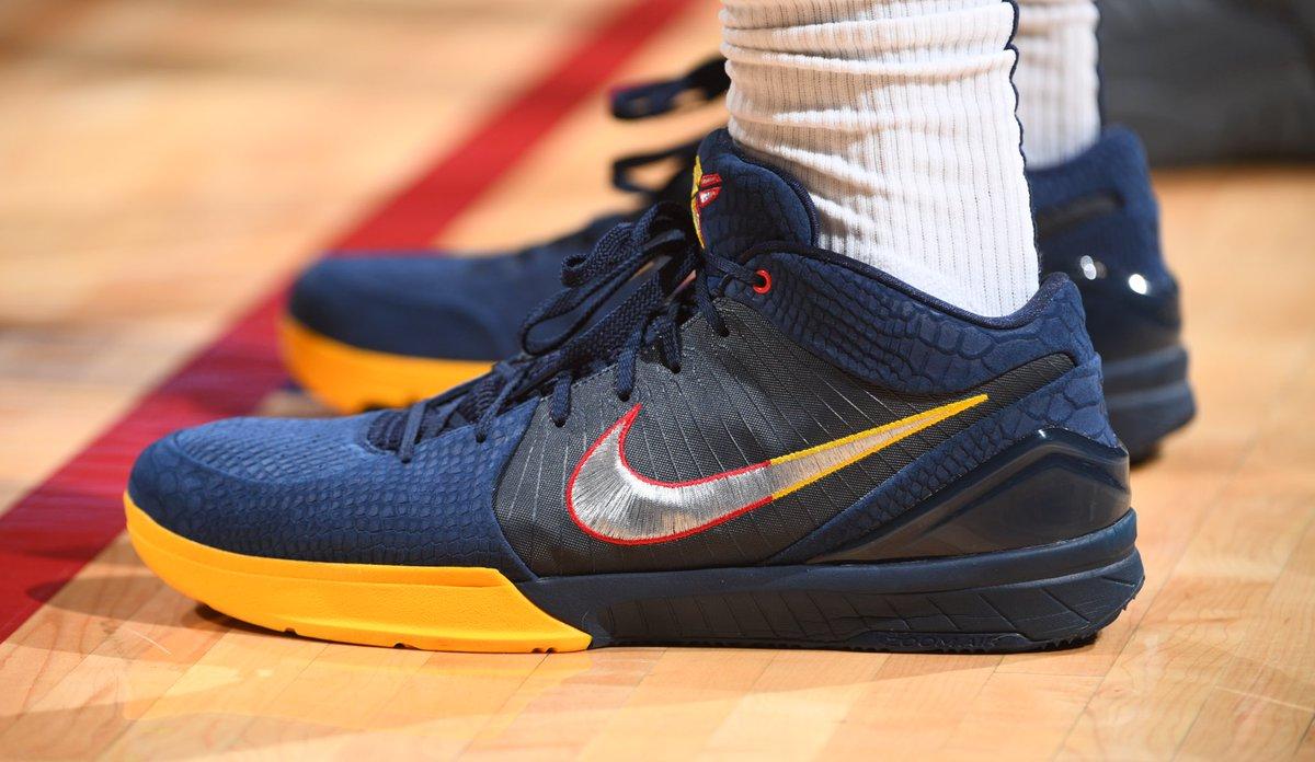 Paul Millsap's Kobe 4 Protro at home!   #NBAKicks #MileHighBasketball