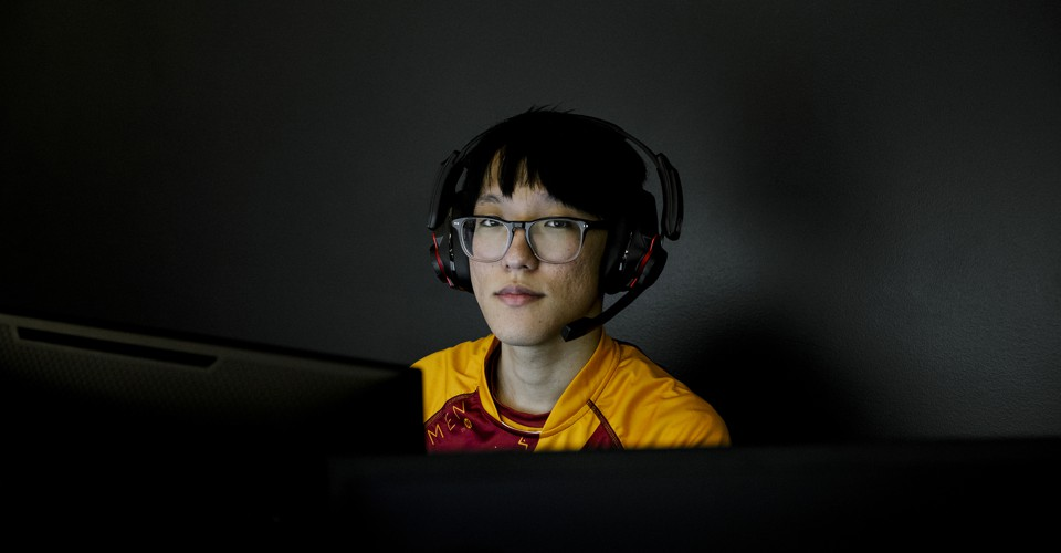 Why Colleges Are Betting Big on Video Games  https://www. theatlantic.com/technology/arc hive/2019/11/harrisburg-university-esports-players-are-only-athletes/601840/?utm_source=feed  …  #USnews #USRC <br>http://pic.twitter.com/fhB1T4LbpZ