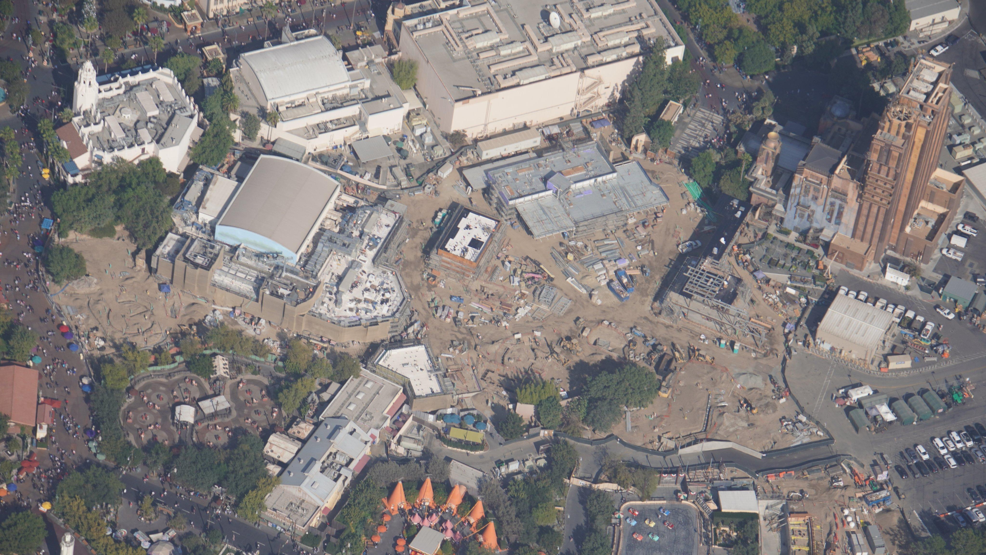 Disneyland Resort vu du ciel, des images sublimes! EJZA0FXUYAABOFT?format=jpg&name=4096x4096