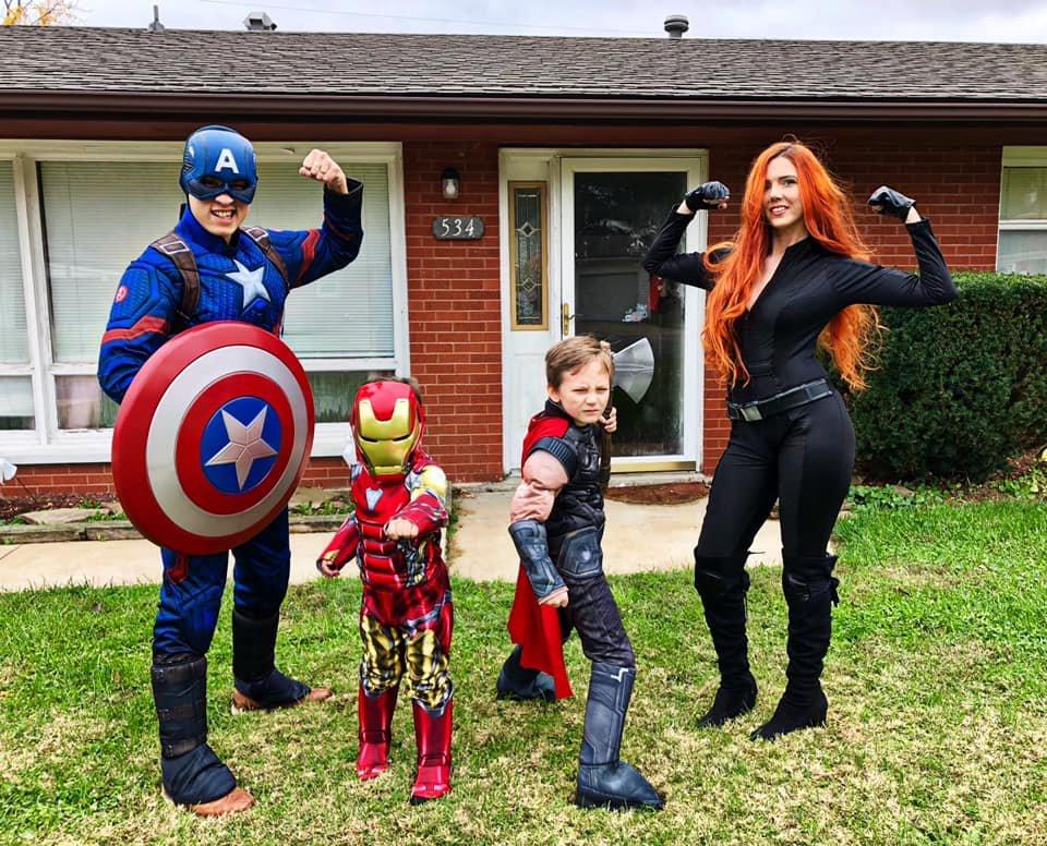 Here's a little #EndGameSpoiler of my family and I dressing up as our favorite Avenger characters! #PlanetHollywoodCostaRica #BirthdayLikeAStar @RobertDowneyJr @chrishemsworth @ChrisEvans  @Scarjofans https://t.co/1SQ8CuHoPg