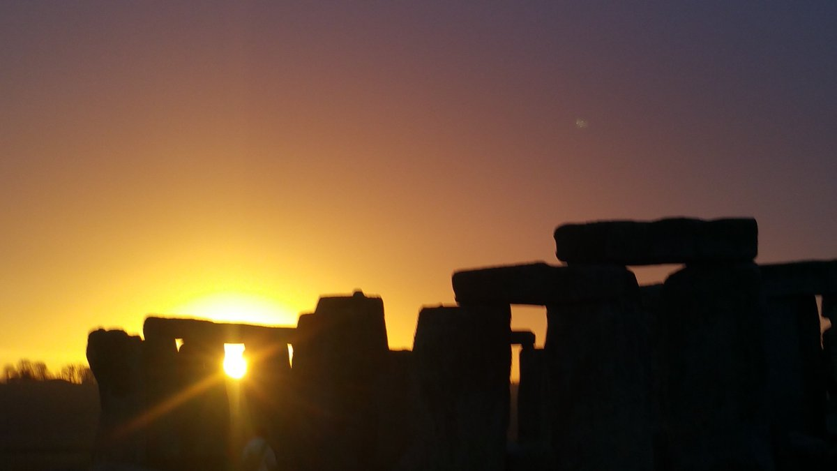 Sunrise at #Stonehenge today (15th November) is at 07.22am, sunset is at 4.21pm <br>http://pic.twitter.com/Csfqt48fTe