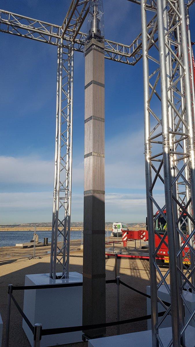 A l #usineextraordinaire de Marseille vous pouvez trouver toute sorte de maquette de l #ufpi dont un assemblage combustible de 4m qui se situe habituellement dans la cuve du réacteur nucléaire.  @EDFdampierre @EDF_CVL @EDFofficiel  #cieletterre