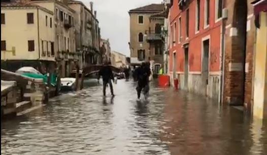 #venezia la marea sale velocissima, guarda il vide...