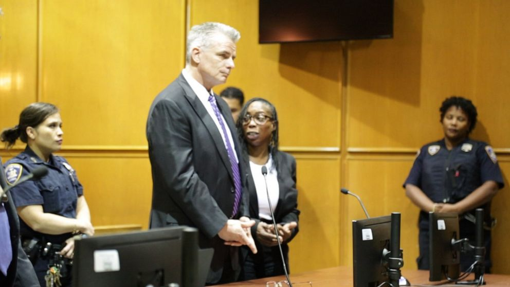 'Quack' gets away with causing a Maryland woman's death with illegal butt injections Donna Francis fought extradition from London in exchange to not have to serve more than a year in jail and not on Rikers Island.  http:// twib.in/l/bgAokrGRzREb     #USRC <br>http://pic.twitter.com/Ktf0rrW3wo