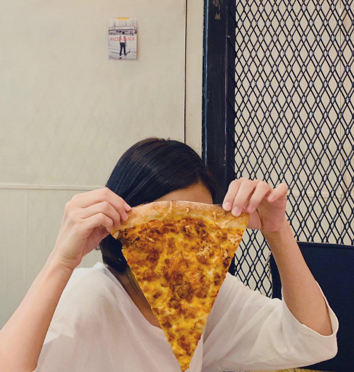 ついでにお洋服もみれるピザ屋さんPIZZA SLICES 2🍕🍕🍕電源があるのもナイスなのです🔌💻(たしまい