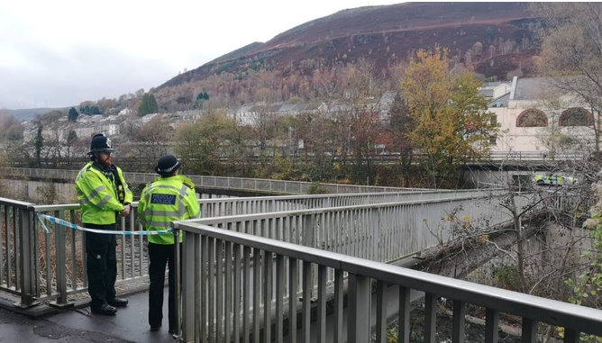 Man found seriously injured at Rhondda train station bit.ly/2NS3AN3